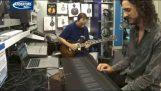 Synthétiseur joue le son de guitare électrique