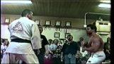 Jiu Jitsu combat vs Bodybuilder