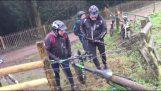 Το ποδήλατο κόλλησε σε ένα ηλεκτρικό φράχτη