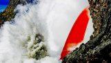 Χείμαρρος λάβας από το ηφαίστειο Kilauea, ρέει συνεχώς στον Ειρηνικό Ωκεανό