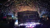 """Χιλιάδες θεατές τραγουδούν μαζί το """"Sweet Child of Mine"""""""
