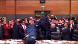 Ξύλο στο κοινοβούλιο της Τουρκίας
