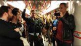 밀라노 지하철에서 라 트라비아타를 노래