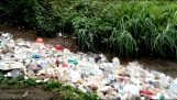 Ένα ποτάμι από σκουπίδια στη Γουατεμάλα