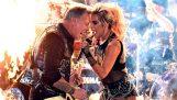 "Metallica & Lady Gaga τραγουδούν μαζί το ""Moth Into Flame"""
