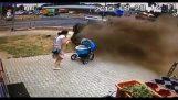 รถเข็นเด็กเจอรถ