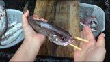 Καθάρισμα ψαριού με τσόπστικς