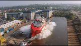 Πλοία για πρώτη φορά στο νερό