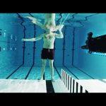 Αυτοπυροβολισμός με ένα πολυβόλο κάτω από το νερό