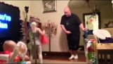 Μαθήματα χορού από τον μπαμπά
