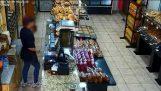 Βίντεο από τον τρόπο δράσης 35χρονου, που διέπραττε ληστείες σε φούρνους