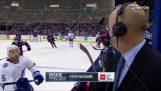 hockey sur plateau passe gratter la tête d'un commentateur
