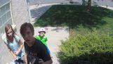 Τρία παιδιά επιστρέφουν ένα πορτοφόλι με 700$ στον ιδιοκτήτη του