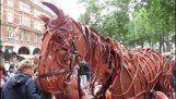 Το άλογο μαριονέτα