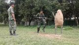 बांग्लादेश में संगीन के साथ सैन्य प्रशिक्षण