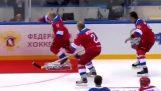 プーチンは、氷の上で滑ります