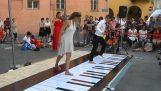 Плаиинг: Ианн Тиерсен хода на клавира