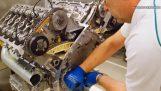 L'assemblaggio di un motore W12 Bentley