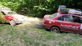 Προσπάθησε να βγάλει το αυτοκίνητο του φίλου του από τη λάσπη