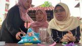 Trois écolières soudainement peur (Malaisie)