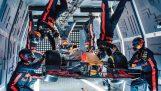 Pit stop in zero gravity
