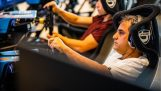 Хуан Пабло Монтойя стикається кращий геймерів гоночний симулятор