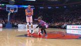 Ένα κορίτσι 8 ετών δίνει σόου με τους Harlem Globetrotters