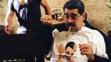 El Madouri come y fuma puros en el restaurante Sal Bae