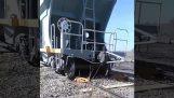 脱線電車を復元