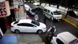 Κλέφτες σε μοτοσικλέτα επέλεξαν το λάθος θύμα (Βραζιλία)