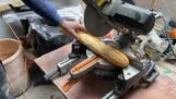 एक निर्माण स्थल पर एक सैंडविच तैयार करना