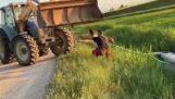 טרקטור מנסה לגרור מכונית