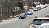 Unlucky Fahrer ist in der Nähe der Polizei Verfolgungsjagd