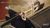 Közeli a Hogyan Lock szedés Works