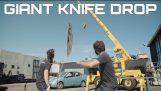 Slippe en GIANT kniv på en bil